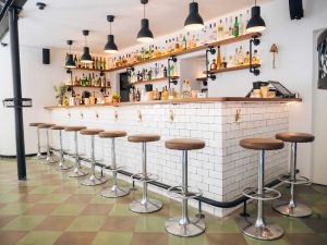 white-bar-with-lether-chairs